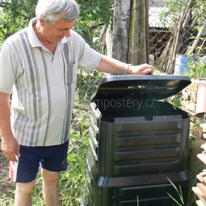 Karel Polách u svého kompostéru